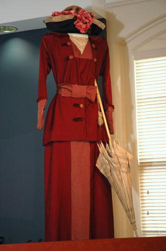 red-vict-dress.jpg